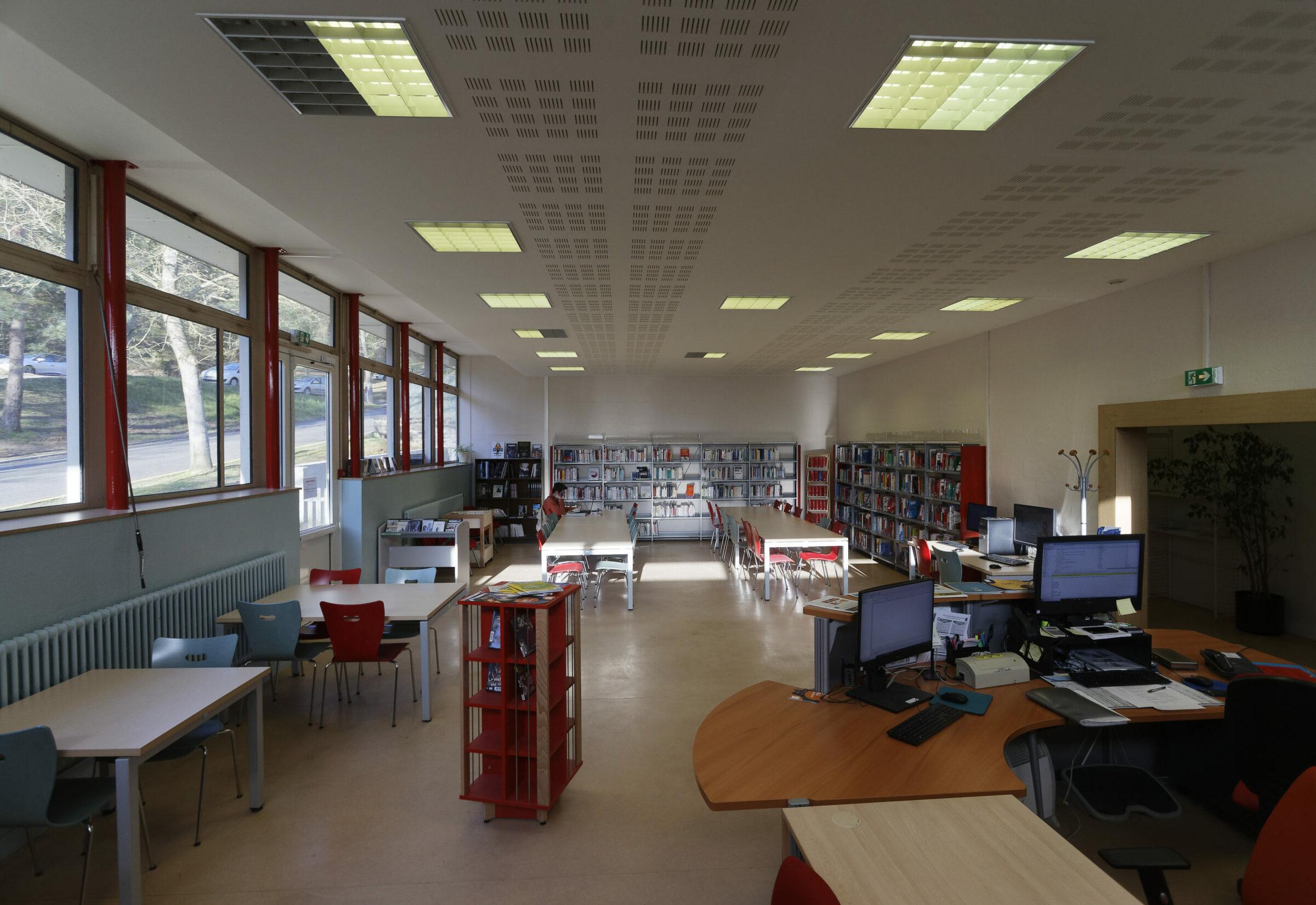 photographie de la bibliothèque universitaire de Soissons / Cuffies : salle de lecture
