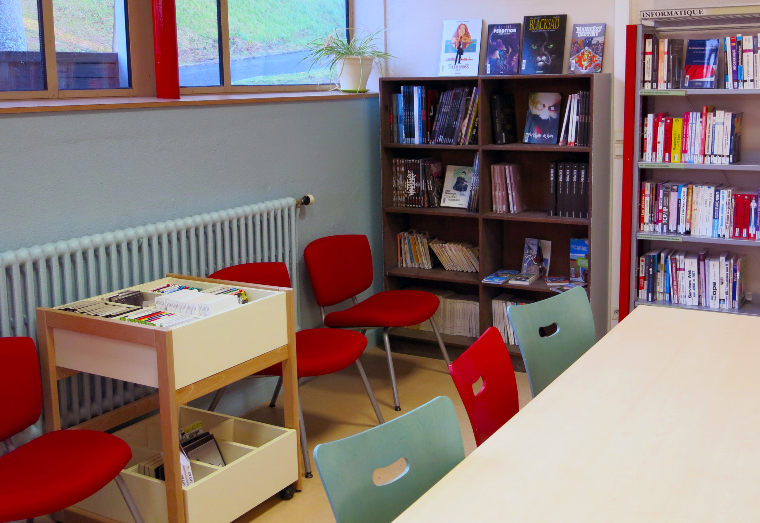 photographie de la bibliothèque universitaire de Soissons / Cuffies : espace BD et mangas