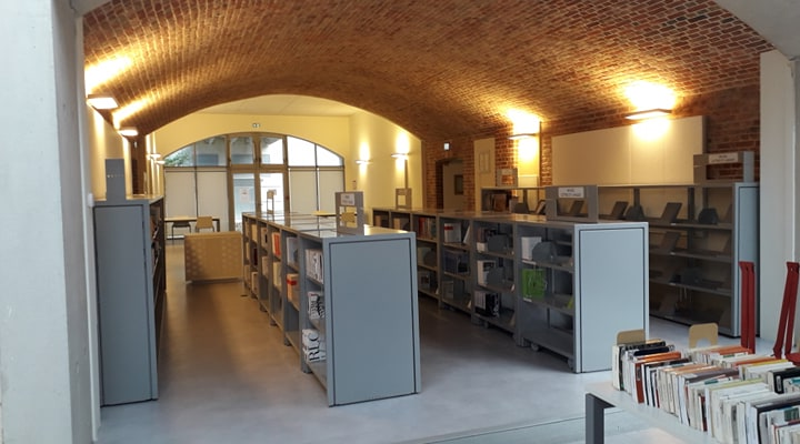 BU Citadelle, photographie des meubles où sont rangés les revues
